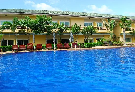 Bacchus Home Resort: Swimming Pool
