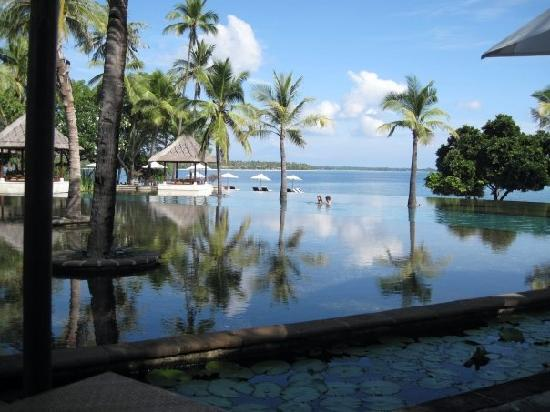 The Oberoi, Lombok : the lovely pool and stunning view