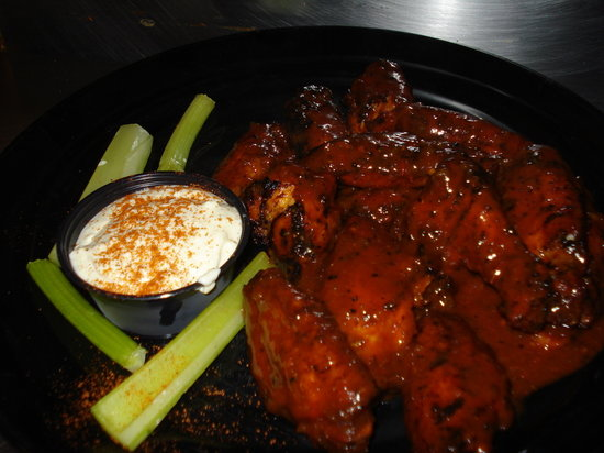 Dinosaur Bar-B-Que : Dinosaur Bar B Que - chicken wings MITICHE!!!