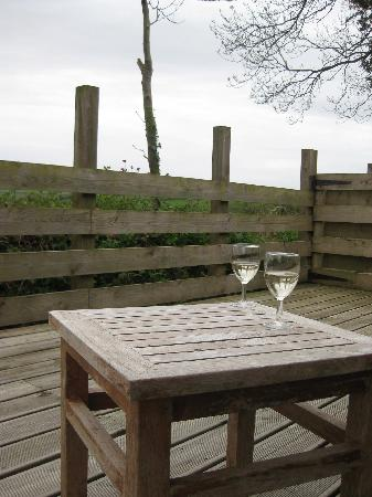 Long Barn Cottages : Enjoying a glass of wine on the patio