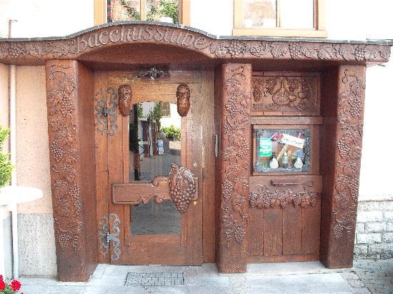 Hotel Gasthof Löwen: Unique hand carved entrance to wine cellar.