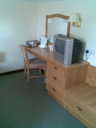 The County Hotel : Dressing table and faulty TV