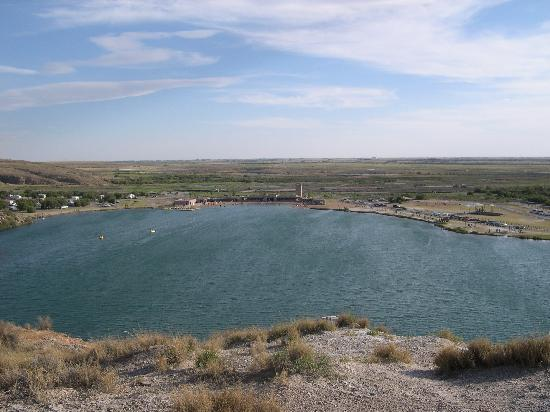 Bottomless Lakes State Park: the top of the mountains around the lake