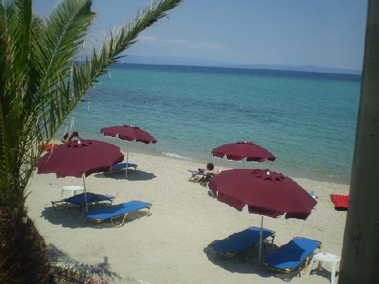 Hotel Ammos: local beach 4-5 mins walk max