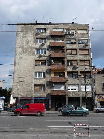 Zira Hotel : Building opposite Hotel Zira