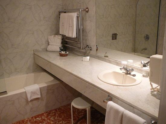 Belmont House: Bathroom for room 7