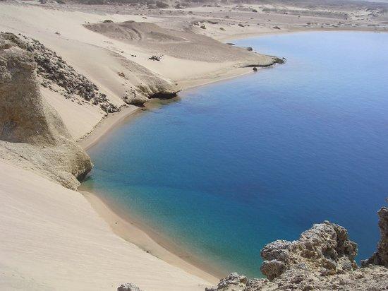 I colori caldi del deserto del Sinai fanno da cornice alle cristalline acque del  Ras Mohammed.