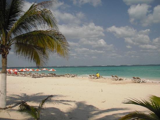 Hotel Las Palmas: Close 5 minute walk to Playa Norte