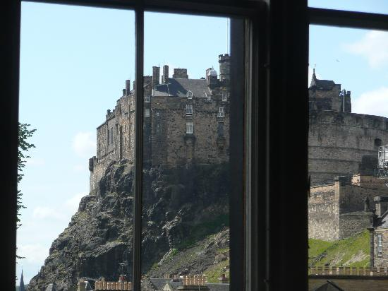 Elephant House: View of Edinburgh Castle from dinig room