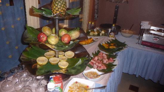 Mamba Point Hotel: Breakfast fruits