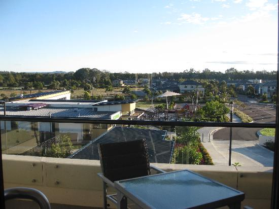 Mercure Kooindah Waters Central Coast: View fr balcony - pool & gym on LHS building