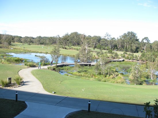 Wyong, Australië: Part of golf area - back of resort and view when having breakfast