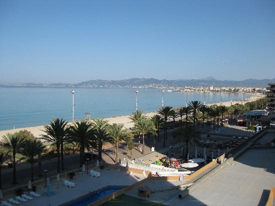 Apartamentos Pil-lari Playa: View from room 504.
