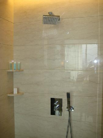 Hilton Bandung: Nice rain shower
