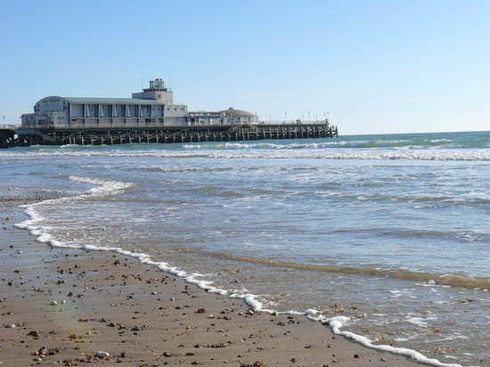 Bournemouth (เมืองโบร์นมุธ), UK: bournemouth beach between Durley Chine and pier