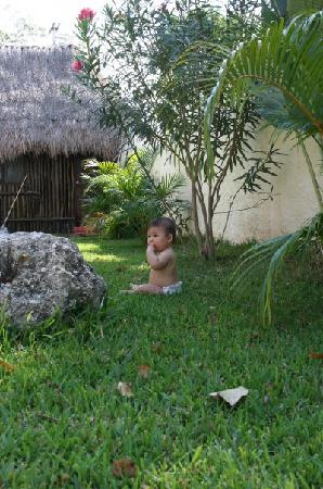Residence Kohunlich: Our son enjoying the Kohunlich garden (with traditional Mayan hut where the on-site managers liv