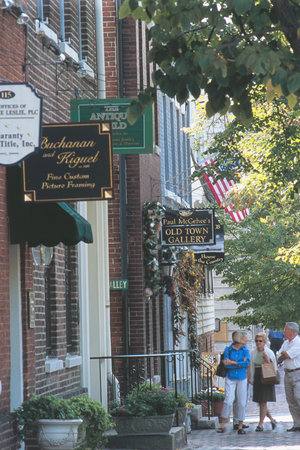 Alexandria, VA: Shopping along King Street in Old Town
