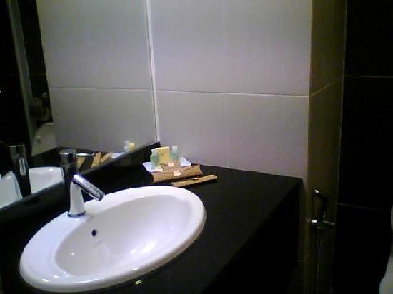 Naza Johor Bahru: Bathroom Aminities