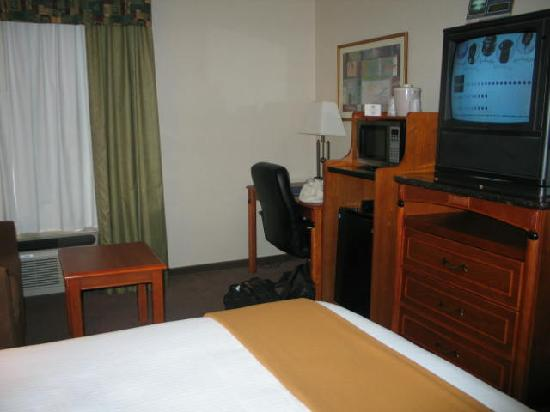 Best Western Plus Twin View Inn & Suites : another view of the room