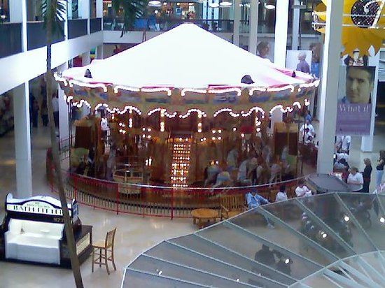 ‪‪Plymouth Meeting‬, بنسيلفانيا: Carousel inside the Plymouth Meeting Mall‬