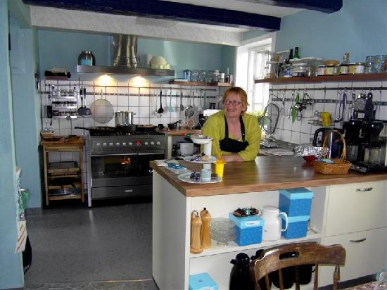 Tohøjgaard Bed & Breakfast : Landlady Christine in the kitchen