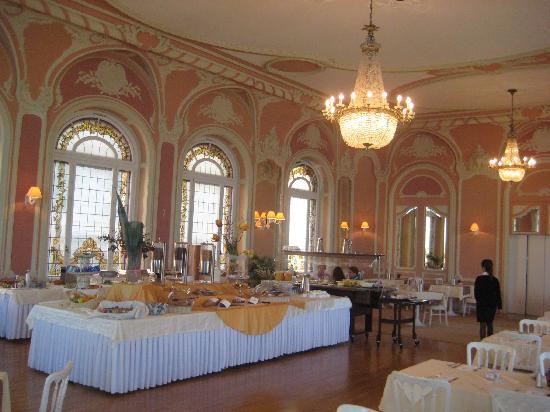 Eden Palace au Lac: Breakfast