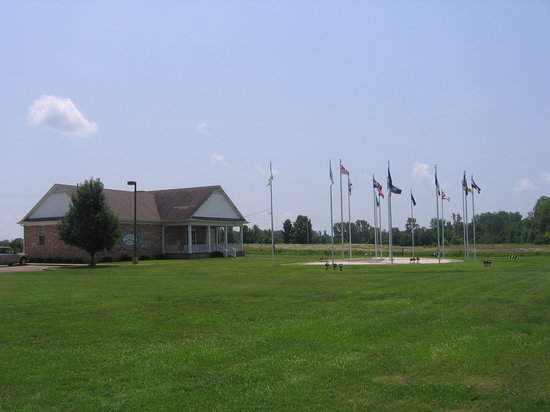 Baldwyn, MS: Museum and flag displays.