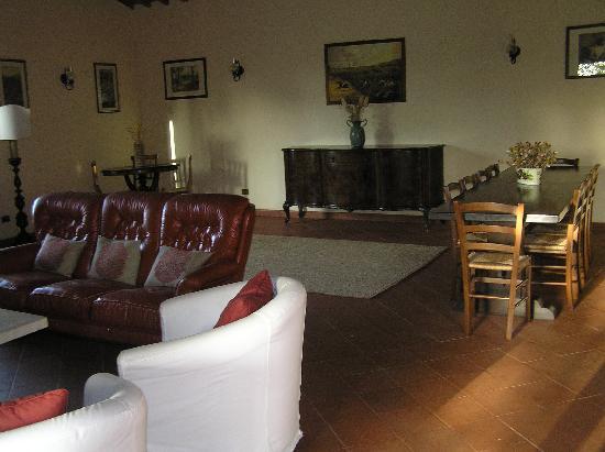 Tenuta Santa Cristina: Our villa's large lounge (Sveva I think!)