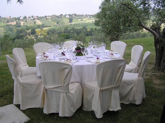Tenuta Santa Cristina: Villa Laurentia garden - wedding reception