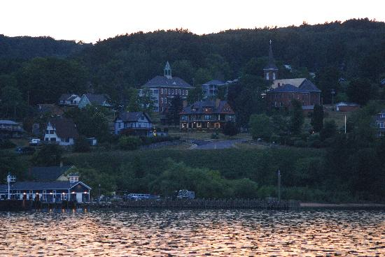 Port Wing, วิสคอนซิน: Returning to Bayfield at dusk
