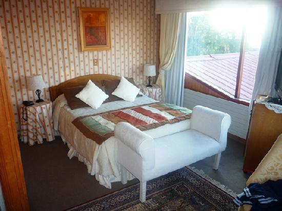 Hotel y Cabanas Los Alerces: Room 2008 Bed