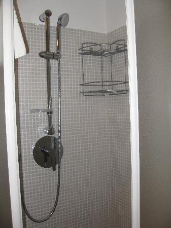 Memole Inn Sanremo: doccia funzionale e grande
