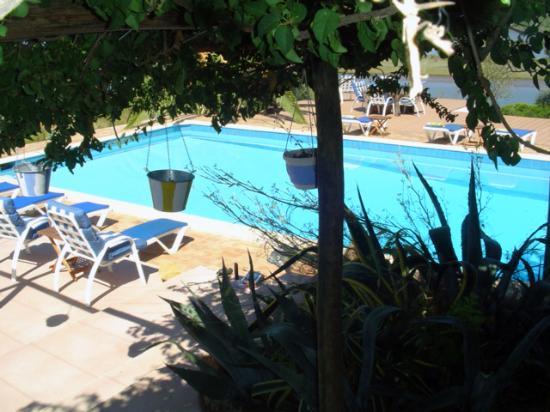 Na Curva do Rio: the pool, so blue....
