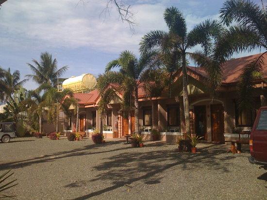 Balay Inato Pension: Vue des chambres toutes en rez de chaussé, photo prise du parking