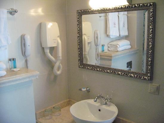 Rossi Boutique Hotel & SPA: Bathroom