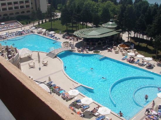 Sol Nessebar Palace: pool daytime