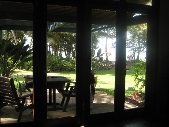 Wongalinga Beachfront Apartments: view from downstairs lounge