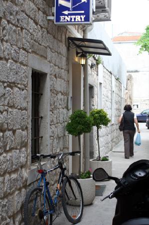 Villa Jidro: Entrance