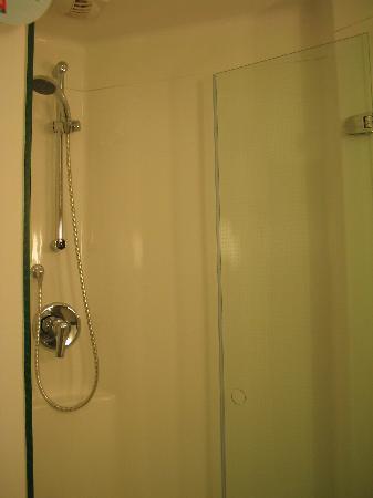 Ibis Den Haag City Centre: baño habitacion 606