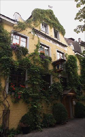Winzerstube zum Becher: The restaurant's entrance