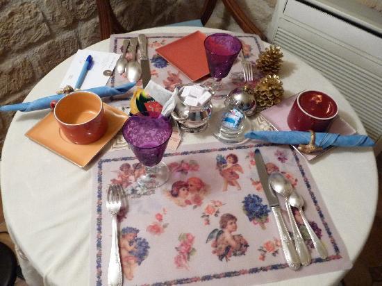 โฮเต็ล เดอ ลาตูร์ โมบูช: charming table setting