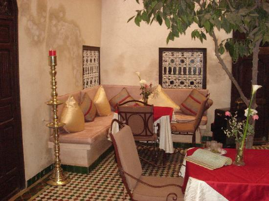 Hotel La Maison Nomade: Hier wird gefrühstückt, zu Abend gegessen und gemütlich zusammen gesessen..