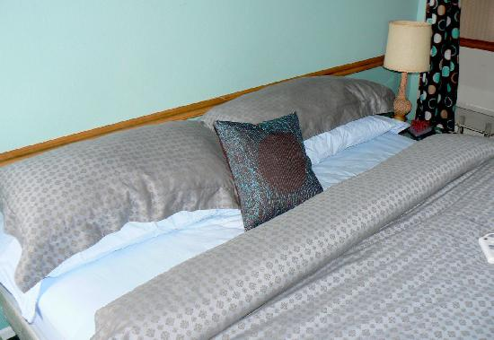 The Motor Lodge: The Kingsized Bed