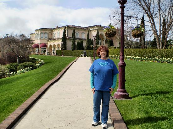 Honor Mansion, A Wine Country Resort : One of the find wineries, Ferrari-Carano, is in the background.