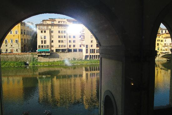 Hotel Degli Orafi: View of River Arno from hotel windows