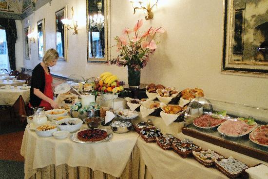 Hotel Degli Orafi: Breakfast buffet