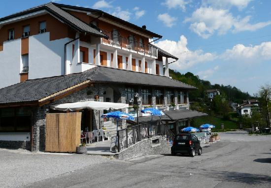 Fuipiano Valle Imagna Italy  city images : ... on Fuipiano Village Picture of Hotel Moderno, Fuipiano Valle Imagna