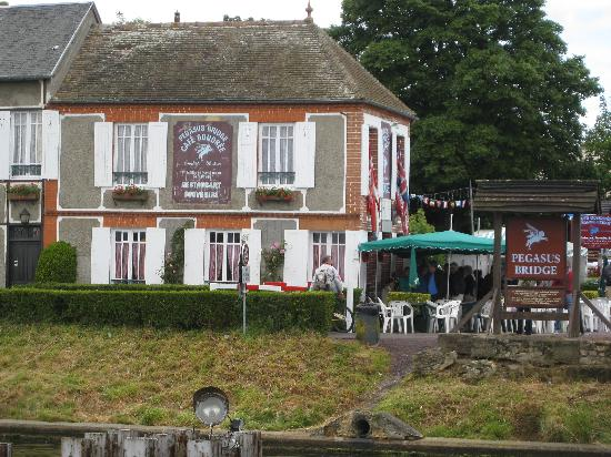 Ranville, France: Cafe Grondee, from Orne Bridge, 06.06.09