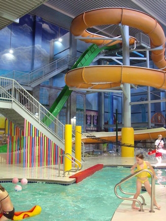 Eau Claire, Висконсин: Chaos Water Park Resort - Water Slides