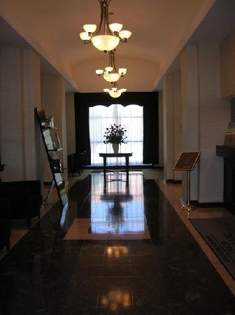 DoubleTree by Hilton Hotel Milwaukee - Brookfield: lobby, very inviting